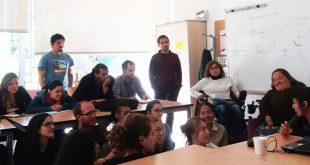 Estudiantes y miembros de la OVI