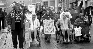 Desfile de personas con diversidad funcional